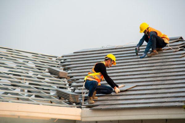 Faire réparer sa toiture: les conseils à suivre